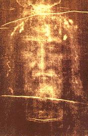 Лик Христа на Туринской плащанице. Отчетливо виден свет, исходящий из темени